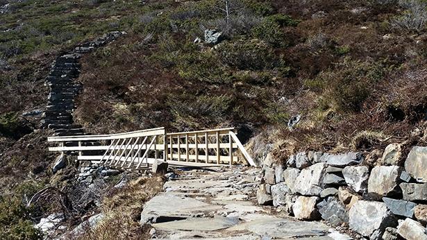 Sherpa Treppe mit Brücke, Fossabrekko