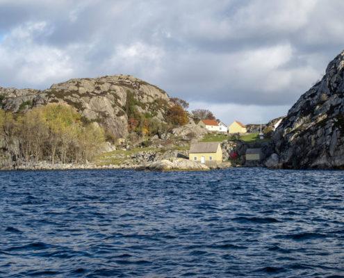 Bauerhof-auf-einer-Insel