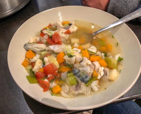 Lecker-die-erste-Fischsuppe
