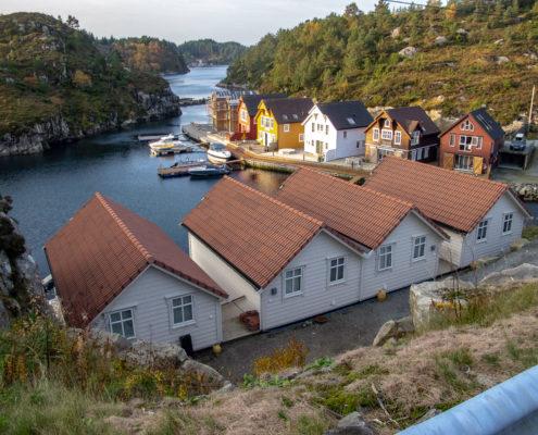 Westside-Lodges-mit-Blick-auf-dan-Fjord